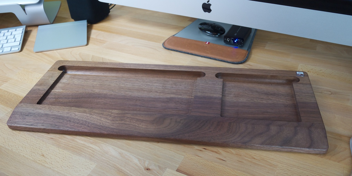 woody s tray apple keyboard und mouse in holz vereint gdgts. Black Bedroom Furniture Sets. Home Design Ideas