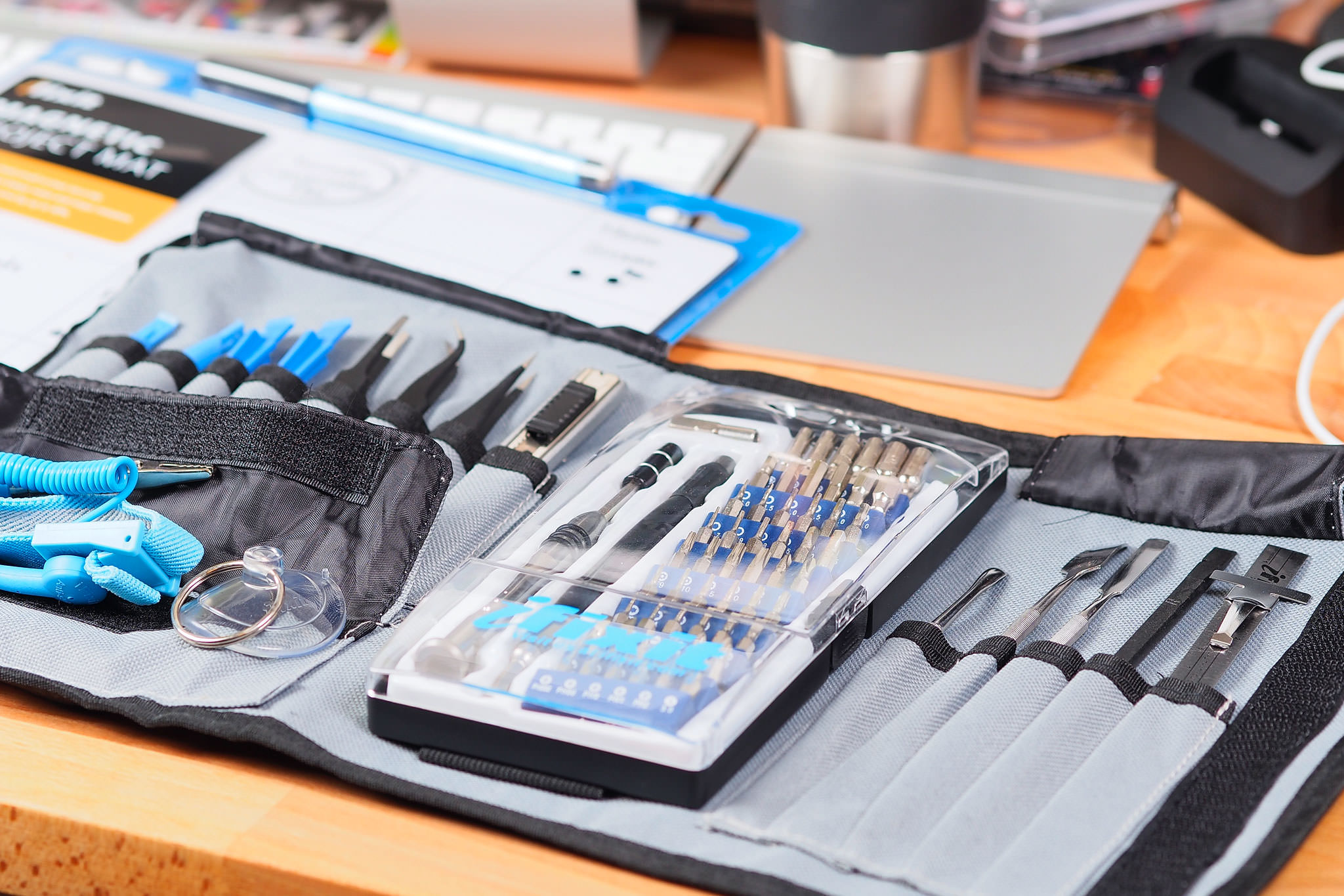 ifixit pro tech toolkit und magnetic project mat gdgts. Black Bedroom Furniture Sets. Home Design Ideas